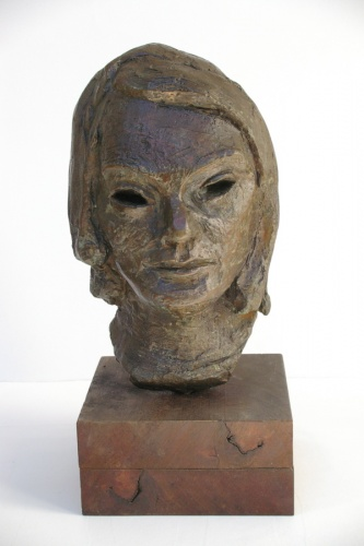 "<h4 style=""margin:0px 0px 5px 0px"">Bronze head by Ian Armstrong</h4>Medium: Bronze<br />Price: $6,000 